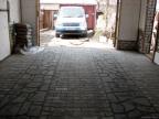 Укладка тротуарной плитки в гараже: особенности и советы