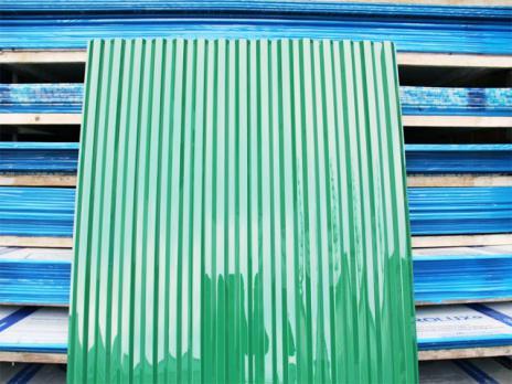 Зелёный профилированный поликарбонат 1,3 мм, вариант применения 2